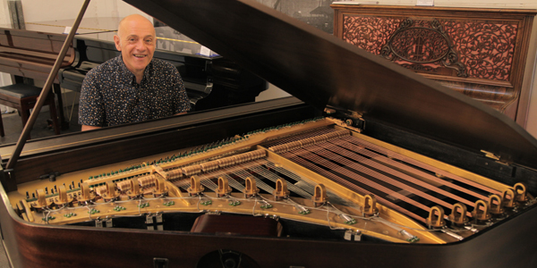 Melvin Besbrode at the Neo-Bechstein grand piano