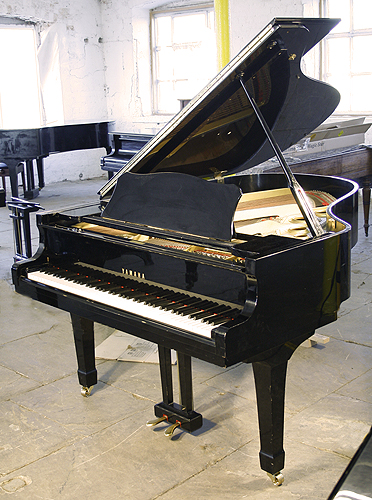 A 1982 yamaha c3 grand piano for sale with a black case for Big grand piano