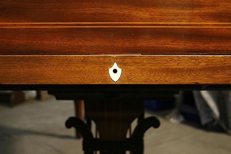 Keyhole escutcheon