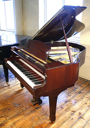 Yamaha g1 baby grand piano for sale with a mahogany case for Yamaha g1 piano