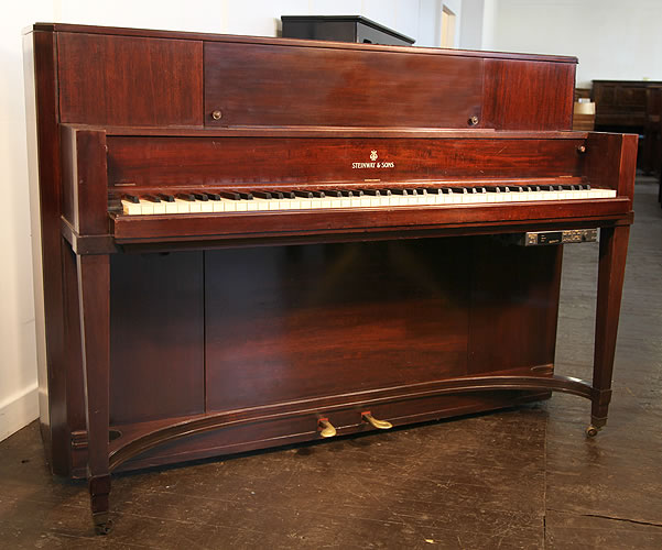 An 1940, Steinway T691 Upright Piano For Sale with a Mahogany Case