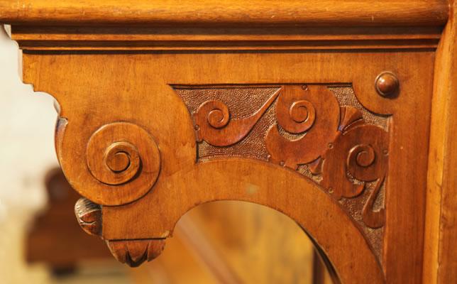 Bluthner carved leg detail