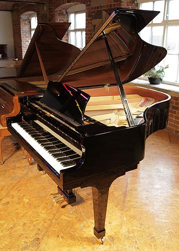 波士頓(Boston)型號 GP178 三角鋼琴,產於2006年,黑色外殼,方形琴腿