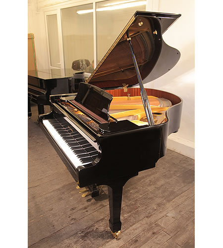 Halle and Voight Halle and Voight WG160 baby grand piano with a black case
