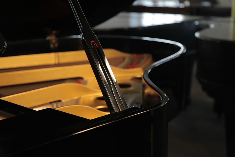 Yamaha G3 grand piano ...