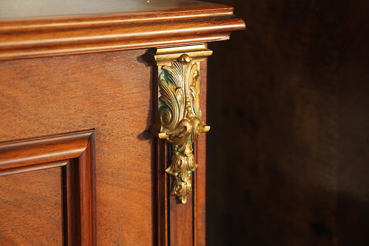 Bord piano ornate, ormolu cabinet decoration