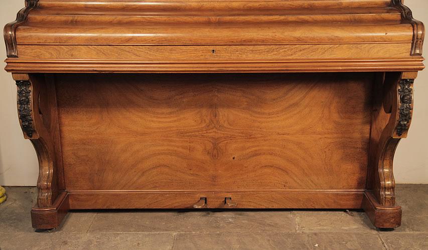 Bord quartered walnut wood grain detail