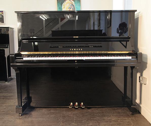 雅马哈(Yamaha)型号 U3 立式钢琴,产于1977年,高亮抛光黑色外壳