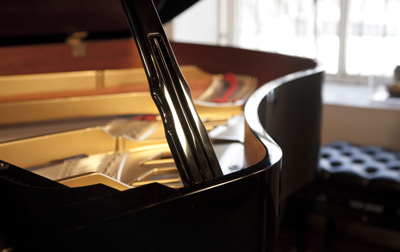 Boston GP 178 Grand Piano for sale. We are looking for Steinway pianos any age or condition.
