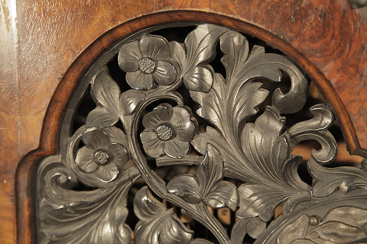 Steingraeber carved foliage and flowers detail