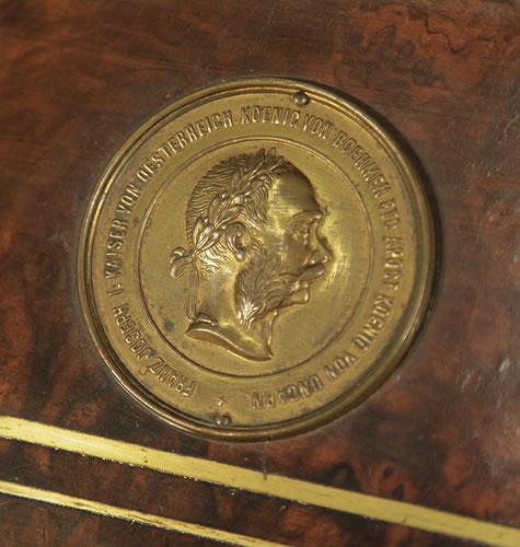 Steingraeber medal on piano fall FRANZ JOSEPH I KAISER VON OESTERREICH KOENIG VON BOEHMEN ETC APOST KOENIG VON UNGARN - Franz Joseph I King of Austria, King of Bohemia, King of Hungary