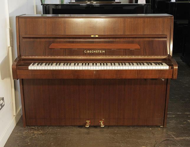 貝希斯坦(Bechstein)立式鋼琴,產於1988年,伯爾胡桃木外殼,鋼琴有88個琴鍵和2個踏板