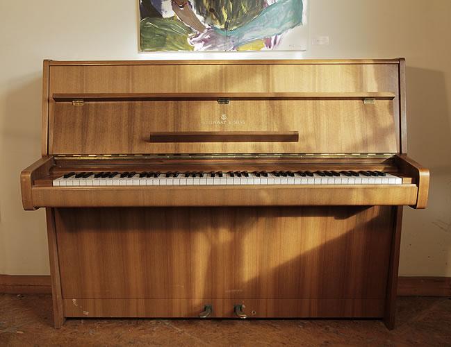 施坦威(Steinway)型號 Z 立式鋼琴,桃花心木外殼,產於1970年,鋼琴有88個琴鍵和2個踏板