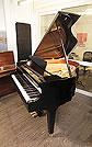 卡瓦依(Kawai)型號 GM10 小三角鋼琴,產於2017年,黑色外殼方形琴腿,鋼琴有88個琴鍵和3個踏板