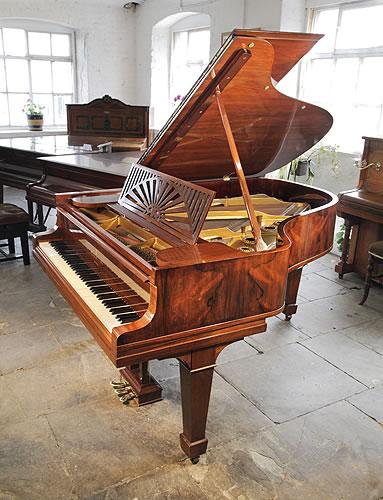 施坦威(Steinway)型号A三角古董钢琴,精美红木外壳,雕花琴谱架,盾形琴腿,钢琴有88个琴键和3个踏板