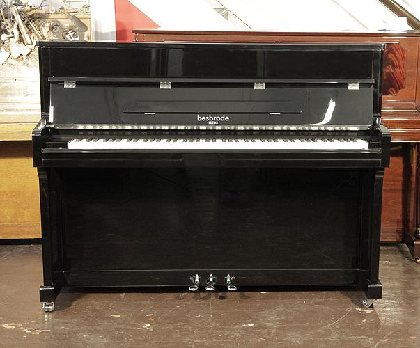 柏斯布罗德(Besbrode)全新立式钢琴,型号 SU113 黑色外壳,铬配饰,钢琴有自动缓降系统,88个琴键和3个踏板