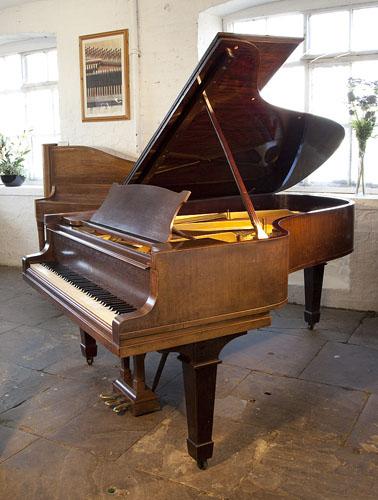 施坦威(Steinway)型号 B 三角钢琴,产于1923年,桃花心木,盾形琴腿,钢琴有88个琴键和3个踏板