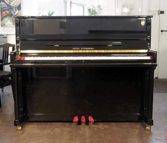 威廉施坦伯格(Wilh Steinberg)全新型号 AT-K18 立式钢琴,黑色外壳,黄铜配饰,钢琴有自动缓降系统,88个琴键和3个踏板
