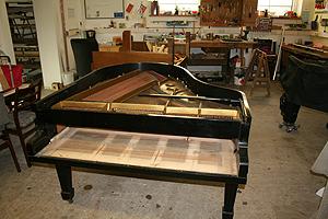 钢琴翻新 移除钢琴击弦机