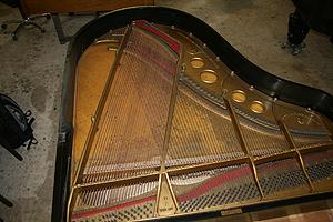 钢琴翻新 校订音板