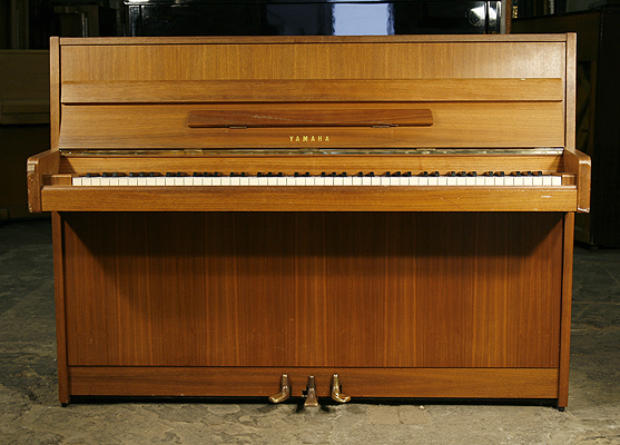 yamaha upright piano for sale with a mahogany case a cheap 1975 yamaha piano formerly a leeds. Black Bedroom Furniture Sets. Home Design Ideas