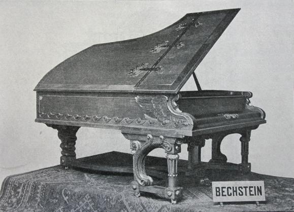 照片显示了这架钢琴1898年在德国柏林贸易展览会上的情景