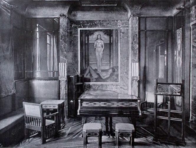 照片为曾放置这架钢琴的 Peter Behrens 的房产,房子中所有的家具都是由 Peter Behrens 亲自设计。